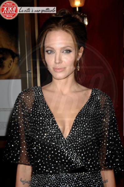"Angelina Jolie - New York - 12-12-2006 - Angelina Jolie spiega: ""Non volevo, ma è successo"""