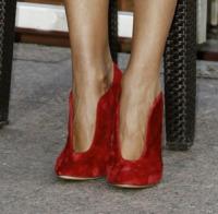 Virginia Raffaele - Milano - 14-09-2012 - Aperte, chiuse, piccole, grosse: basta che siano scarpe rosse!