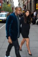 Kim Kardashian, Kanye West - New York - 23-04-2013 - Fiocco rosa per Kim Kardashian e Kayne West
