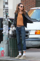 Behati Prinsloo - New York - 22-04-2013 - La bella e la bestia: ogni star ha la sua parte sciatta!