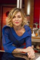 Paola Barale - Roma - 26-04-2013 - La Terra dei Cuochi: i vip inforcano le forchette in cucina