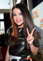 Selena Gomez - Los Angeles - 27-04-2013 - Ibra smaschera Beckham: nel suo iPod Bieber, Brothers e Gomez