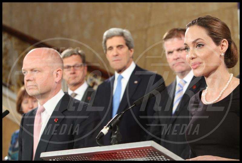 John Kerry, Angelina Jolie - Londra - 11-04-2013 - Jude Law, l'ultimo dei green warriors
