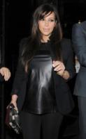 Kim Kardashian - Londra - 01-05-2013 - Fiocco rosa per Kim Kardashian e Kayne West
