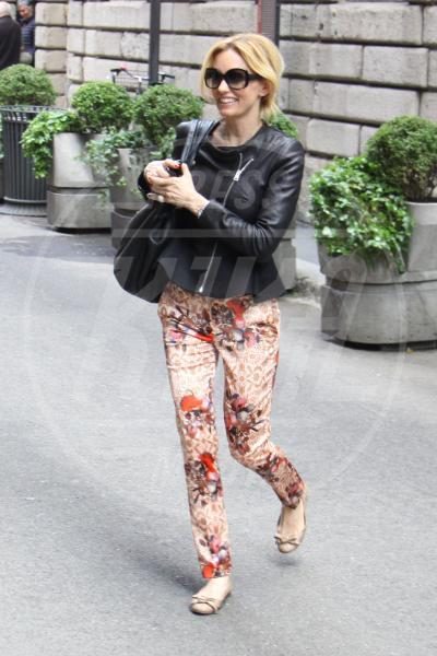 Justine Mattera - Milano - 03-05-2013 - Nostalgia della primavera? Curatela con i fiori… sui pantaloni
