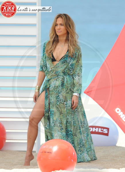 Jennifer Lopez - Fort Lauderdale - 05-05-2013 - Shorts, maxidress o pareo: e tu cosa indossi in spiaggia?
