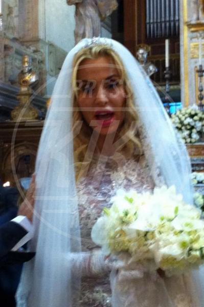 Valeria Marini - Roma - 06-05-2013 - Amal e George: Hello! e People svelano l'abito della sposa