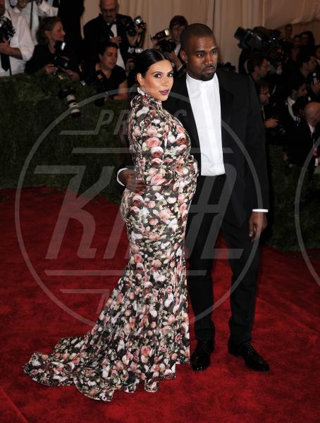 Kim Kardashian, Kanye West - New York - 06-05-2013 - Kim Kardashian spaventata da un quasi incidente con un paparazzo