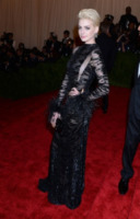 Anne Hathaway - New York - 06-05-2013 - Anne Hathaway, una diva dal fascino… Interstellare!