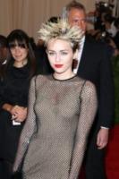 """Miley Cyrus - New York - 07-05-2013 - Miley Cyrus: """"All'alcol preferisco la marijuana"""""""