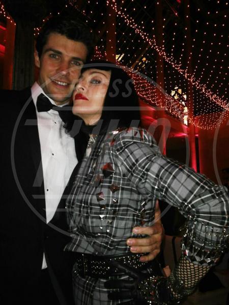 Roberto Bolle, Madonna - 07-05-2013 - Dillo con un tweet: nasce la coppia Nicole Minetti Guè Pequeno