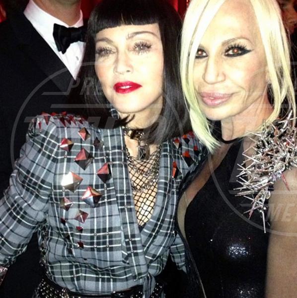 Donatella Versace, Madonna - 07-05-2013 - Dillo con un tweet: nasce la coppia Nicole Minetti Guè Pequeno