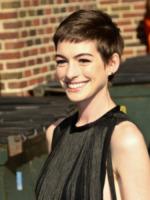 Anne Hathaway - New York - 11-07-2012 - A qualcuna piace corto… il capello