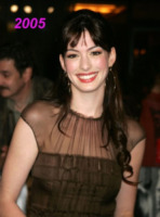 New York - 13-11-2005 - Anne Hathaway si trasferisce dal suo parrucchiere