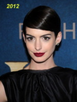 New York - 10-01-2013 - Anne Hathaway si trasferisce dal suo parrucchiere