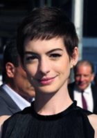 Anne Hathaway - New York - 17-07-2012 - A qualcuna piace corto… il capello