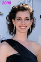 01-06-2008 - Anne Hathaway si trasferisce dal suo parrucchiere