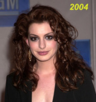 Los Angeles - 24-02-2004 - Anne Hathaway si trasferisce dal suo parrucchiere