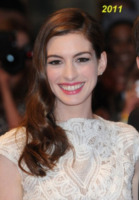 Anne Hathaway - Londra - 23-08-2011 - Anne Hathaway si trasferisce dal suo parrucchiere