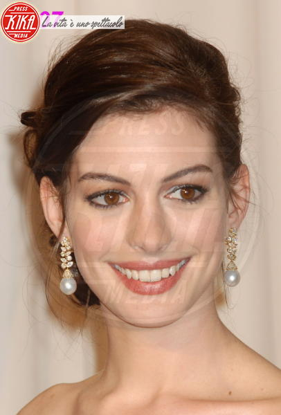 Anne Hathaway - Hollywood - 25-02-2007 - Anne Hathaway si trasferisce dal suo parrucchiere