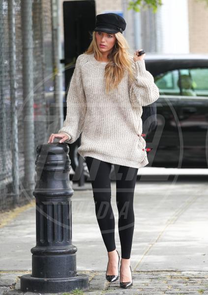Blake Lively - New York - 07-05-2013 - Il maglione è la soluzione per la… fredda stagione!