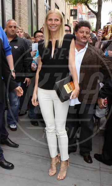 Gwyneth Paltrow - New York - 07-05-2013 - Il must dell'estate? I pantaloni bianchi