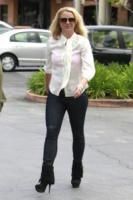 Britney Spears - Los Angeles - 08-05-2013 - Le celebrity nate con la camicia… bianca!