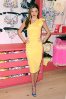 Miranda Kerr - New York - 26-02-2013 - La primavera 2013 sceglie i colori pastello