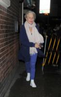 Helen Mirren - Londra - 09-05-2013 - Star come noi: il vento non risparmia nessuna chioma