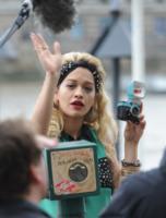 Rita Ora - Londra - 11-05-2013 - Chi di macchina fotografica ferisce…