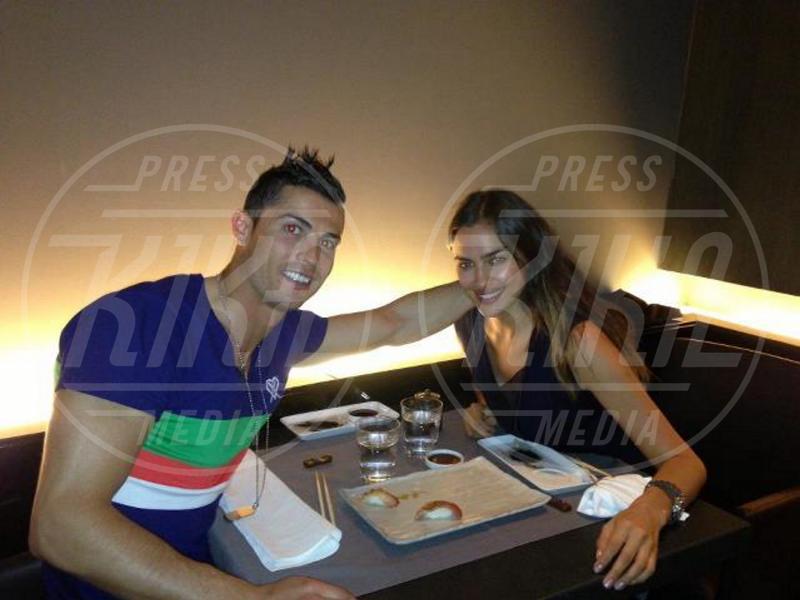Irina Shayk, Cristiano Ronaldo - Los Angeles - 11-05-2013 - Dillo con un tweet:Bieber va in Africa e diventa Justin Beer-Ber