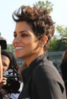 Halle Berry - Los Angeles - 12-05-2013 - A qualcuna piace corto… il capello