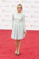 Sienna Miller - Londra - 12-05-2013 - L'abito della bella stagione? Il corolla dress, sexy e bon ton!