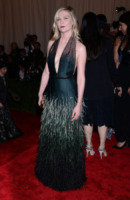 Kirsten Dunst - New York - 06-05-2013 - Vade retro abito!: Kirsten Dunst in Louis Vuitton al MET Gala