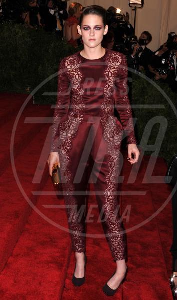 Kristen Stewart - New York - 06-05-2013 - Le celebrity? Tutte pazze per il bordeaux…