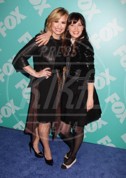 Demi Lovato, Zooey Deschanel - New York - 14-05-2013 - Rivali sul set? No, amiche per la pelle!