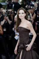Angelina Jolie - Cannes - 15-05-2012 - Angelina Jolie: dopo la mastectomia, qualcosa è cambiato?
