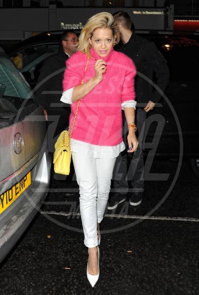 Rita Ora - Londra - 13-05-2013 - Il must dell'estate? I pantaloni bianchi