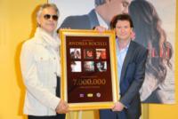 Mark Wilkinson, Andrea Bocelli - Berlino - 14-05-2013 - Andrea Bocelli premiato in Germania: 7 milioni di copie