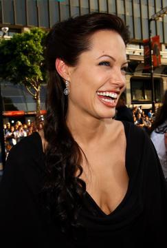 Angelina Jolie - Hollywood - 21-07-2003 - Mark Fergus e Hawk Otsby scriveranno la sceneggiatura del nuovo Tomb Raider,