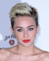 Miley Cyrus - Hollywood - 15-05-2013 - Marilyn Style: biondo platino, il colore delle dive