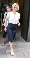 Gillian Anderson - New York - 16-05-2013 - Le celebrity nate con la camicia… bianca!