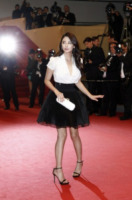 Zhang Yuqi - Cannes - 17-05-2013 - Camicia bianca e gonna nera: un look… evergreen!
