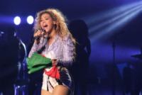 Beyonce Knowles - Milano - 18-05-2013 - Beyoncé ride alla domanda su una sua presunta gravidanza