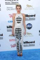 Miley Cyrus - Las Vegas - 18-05-2013 - La guerra dell'anello: Miley Cyrus contro Liam Hemsworth