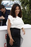 Aure Atika - Cannes - 20-05-2013 - Camicia bianca e gonna nera: un look… evergreen!