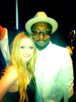 Will.I.Am, Avril Lavigne - 20-05-2013 - Dillo con un tweet: stretching in aeroporto con Demi Lovato