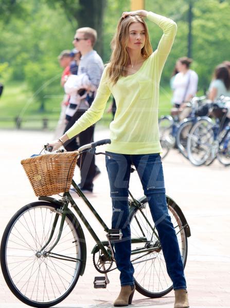 Behati Prinsloo - New York - 20-05-2013 - Dove vai, se la bici (condivisa) non ce l'hai?