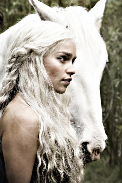 Set Trono di Spade, Emilia Clarke - 01-03-2011 - Game of Thrones: Emilia Clarke introduce la sesta stagione