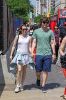 Evan Peters, Emma Roberts - New York - 22-05-2013 - Sono Roberts, Emma Roberts, e te le suono: pugni al fidanzato